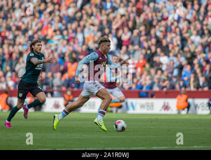 Villa Park, Birmingham, Midlands, UK. 28th Sep, 2019. English Premier League Football, Aston Villa versus Burnley; Jack Grealish of Aston Villa on the attack with the ball at his feet - Strictly Editorial Use Only. No use with unauthorized audio, video, data, fixture lists, club/league logos or 'live' services. Online in-match use limited to 120 images, no video emulation. No use in betting, games or single club/league/player publications Credit: Action Plus Sports/Alamy Live News - Stock Photo