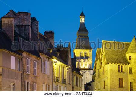 Old houses on Place de la Liberté and tower of Cathédrale Saint-Sacerdos at dusk, Sarlat-la-Canéda, Dordogne Department, Aquitaine, France - Stock Photo