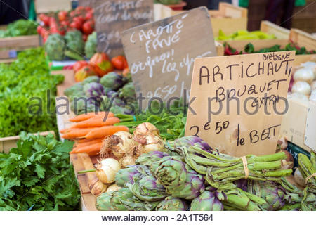 Fresh vegetables for sale in farmer's market on Place aux Herbes in Uzès, Gard Department, Languedoc-Roussillon, France - Stock Photo