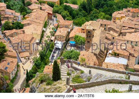 High angle view of town of Moustiers-Sainte-Marie, Alpes-de-Haute-Provence, Provence-Alpes-Côte d'Azur, France - Stock Photo