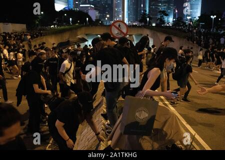 Hong Kong, China. 28th Sep, 2019. Protesters cross an avenue to attend the demonstrations in Admiralty.Demonstrations continue in Hong Kong in another night of protests during the commemoration of the 5th anniversary of the Umbrella Movement at Tamar Park. Credit: SOPA Images Limited/Alamy Live News - Stock Photo