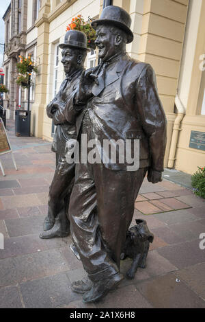 Statue in memory of Stan Laurel and Oliver Hardy in Ulverston. - Stock Photo