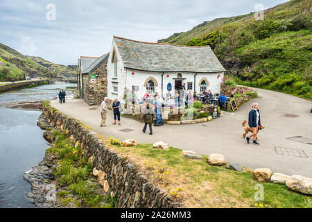 The Harbour Light house, a 16th century building, now a shop and cafe and YHA next door, Boscastle harbour, Cornwall, England, UK - Stock Photo