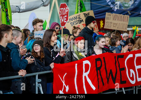 03.05.2019, Essen, North Rhine-Westphalia, Germany - Fridays for Future Demonstration in front of the Grugahalle in Essen on the occasion of the RWE A - Stock Photo