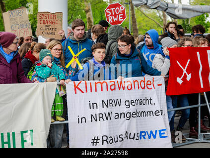 03.05.2019, Essen, North Rhine-Westphalia, Germany - Fridays for Future Demonstration on the occasion of the RWE Annual General Meeting. 00X190503D030 - Stock Photo