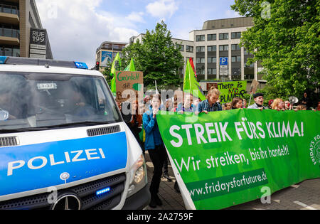03.05.2019, Essen, North Rhine-Westphalia, Germany - Fridays for Future Demonstration on the occasion of the RWE Annual General Meeting. 00X190503D052 - Stock Photo