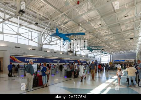 Fort Lauderdale, Florida – April 6, 2019: Terminal 1 of Fort Lauderdale airport (FLL) in Florida. | usage worldwide - Stock Photo