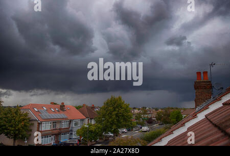 Wimbledon, London, UK. 1st October 2019.Grey storm clouds roll into London from the west bringing lightning and brief torrential rain. Credit: Malcolm Park/Alamy Live News. - Stock Photo