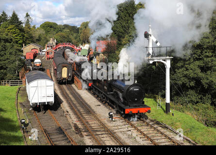65894 & 2238 depart from Goathland with a service for Pickering. - Stock Photo