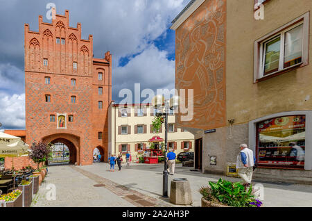 Olsztyn (ger.: Allenstein), Warmian-mazurian province, Poland. 14th cent. High Gate on the Staromiejska street. - Stock Photo