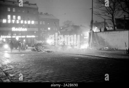 Shortly after the take off from the Munich-Riem Airport a US Air Force transport aircraft of the type Convair C-131-D Samaritan crashed in the area of Bayerstrasse / Martin-Greif Strasse on a tram. 52 people were killed. The picture shows the crash site illuminated with headlights, onlookers and wreckage. - Stock Photo