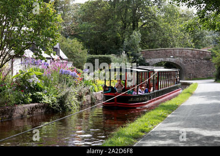 A trip boat, James Brindley, drawn by a horse from Llangollen Wharf up the Dee valley towards Llantysilio - Stock Photo