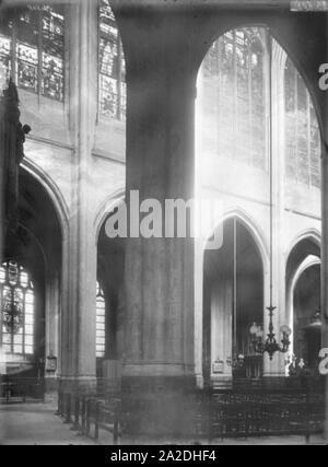 Eglise Saint-Gervais-Saint-Protais - Nef vue diagonale - Paris - Médiathèque de l'architecture et du patrimoine - - Stock Photo