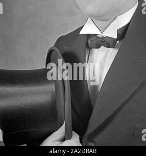 Krawattenmode, Deutschland 1930er Jahre. Tie fashion, Germany 1930s. - Stock Photo