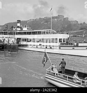 Schiffe auf dem Rhein bei der Festung Ehrenbreitstein bei Koblenz, Deutschland 1930er Jahre. Ships on the river Rhine near Ehrenbreitstein fortress at Koblenz, Germany 1930s. - Stock Photo