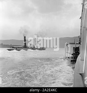 Schiffsverkehr auf dem Rhein bei Koblenz, Deutschland 1930er Jahre. Ships on the river Rhine at Koblenz, Germany 1930s. - Stock Photo
