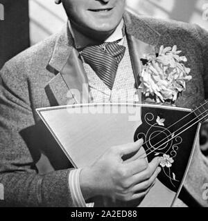 Krawattenmode, Deutschland 1930er Jahre. Tie fashion, Germany 1930s. - Stock Photo