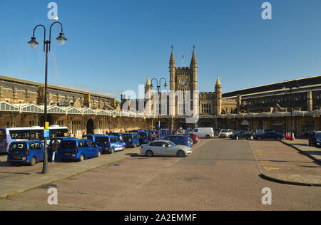 Taxis and vehicles at the drop-off zone outside the front entrance of Bristol Temple Meads railway station, in Bristol, England, UK - Stock Photo
