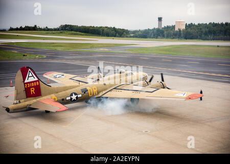 Collings Foundation's B-17G Flying Fortress, Nine-O-Nine, starting up at Worcester Regional Airport for Wings of Freedom event. - Stock Photo
