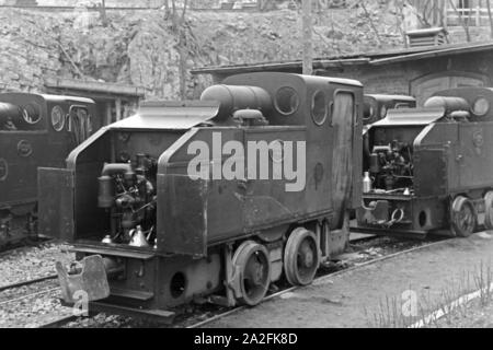 Blick auf die Lokomotiven für die Lorenwagen des Kalksandsteinbruches in Rüdersdorf bei Berlin, Deutschland 1930er Jahre. View to the locomotives for the lorry trains of the lime stone pit at Ruedersdorf near Berlin, Germany 1930s. - Stock Photo