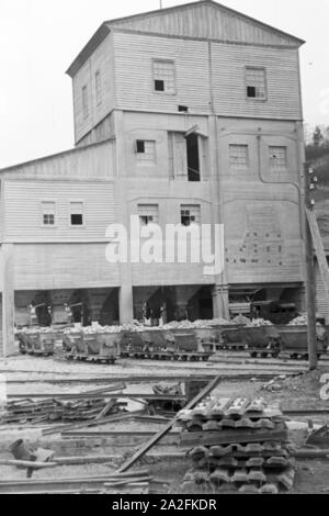 Blick auf die Lorenwagen des Kalksandsteinbruches in Rüdersdorf bei Berlin, Deutschland 1930er Jahre. View to the lorries of the lime stone pit at Ruedersdorf near Berlin, Germany 1930s. - Stock Photo