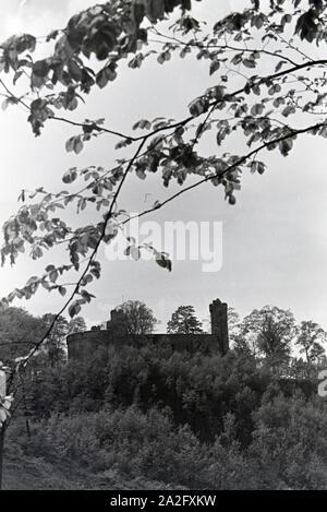 Ein Ausflug nach Kaub am Rhein, Deutsches Reich 1930er Jahre. A trip to Kaup on the Rhine, Germany 1930s. - Stock Photo