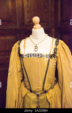 Gown/kirtle worn by Genevieve Bujold in the classic movie 'Anne of a Thousand Days.' Display in Anne Boleyn's family home, Hever Castle, England. - Stock Photo