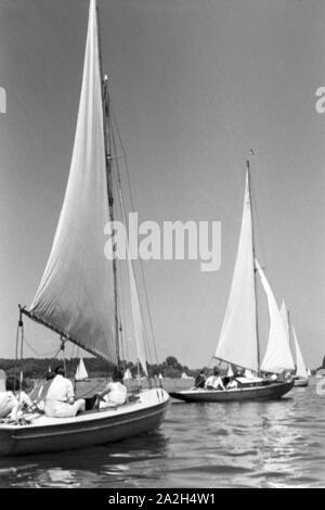 Segelboote auf dem Wannsee in Berlin, Deutschland 1930er JAhre. Sailing on lake Wannsee at Berlin, Germany 1930s. - Stock Photo