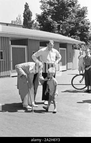 Alltagsszenen einer Stuttgarter Familie, Deutsches Reich 1930er Jahre. Scenes from everyday life of a family in Stuttgart, Germany 1930s. - Stock Photo