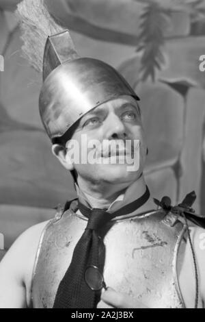 Darsteller in einer Sendung des frühen Fernsehens in Deutschland, 1930er Jahre. Performer in one of the early television broadcasts in Germany, 1930s. - Stock Photo