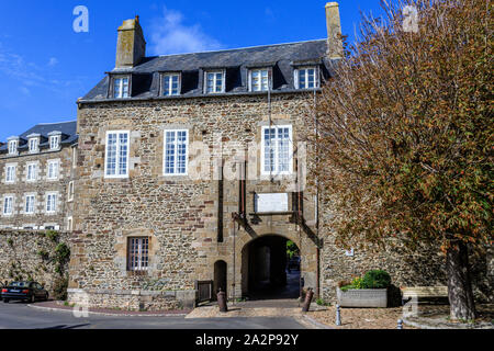 France, Manche, Cotentin, Granville, the Upper Town, door in the Jews Street // France, Manche (50), Cotentin, Granville, la Haute Ville, porte dans l - Stock Photo