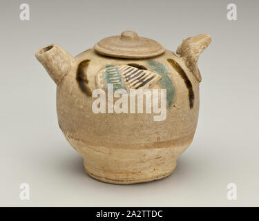 covered ewer with bird appliques, Tang dynasty, Tang dynasty, 800s, Stoneware (changsha Ware), H: 3-1/2 in., Asian Art - Stock Photo