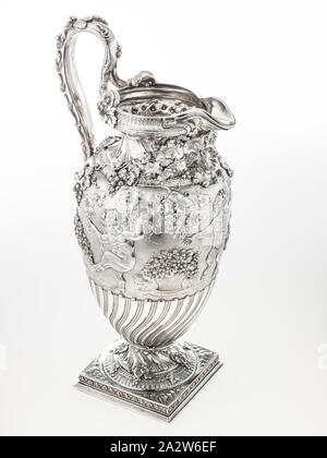 wine ewer, Tiffany & Co., Manufacturer (American), about 1890, silver, 18-1/2 x 7-1/4 x 9-3/4 in., Inscribed, at underside: Thomas Horncastle Esquire Presented by the Mutual Life Insurance Company of New York Jan 1 1890 Inscribed, at underside in center: Tiffany & Co. 5659 Makers 7117/ STERLING SILVER/ 925-1000/ M, 5Q'TS Inscribed, scratched at underside: 116/85 589, 461698, Decorative Arts - Stock Photo
