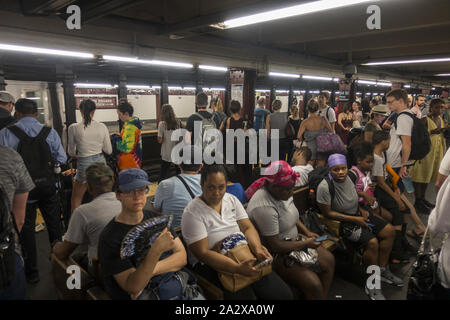 Very crowded 34th Street subway station platform at Penn Station, New York City. - Stock Photo