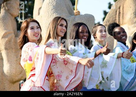 Qingdao, China's Shandong Province. 3rd Oct, 2019. Contestants for the Miss Tourism World 2019 Global Finals pose for photos at a scenic spot in Qingdao, east China's Shandong Province, Oct. 3, 2019. Some contestants visited Langyatai scenic spot and experienced the traditional culture in Qingdao. Credit: Li Ziheng/Xinhua/Alamy Live News - Stock Photo