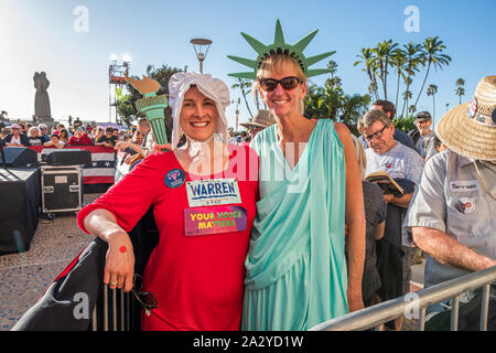 San Diego, California, USA. 3rd Oct, 2019. Shannon Raymer (R) and Annie Hughitt (L) attend Town Hall for Democratic Presidential candidate Elizabeth Warren in San Diego, CA on October 3, 2019.Shannon is here because ''Liz does the right thing and works for the people. Credit: Vito Di Stefano/ZUMA Wire/Alamy Live News - Stock Photo