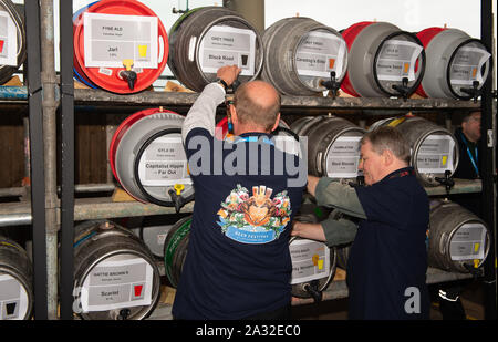 Autumn Racing Weekend & Ascot Beer Festival, Ascot Racecourse, Ascot, Berkshire, UK. 4th October, 2019. Pulling pints for thirsty customers. Credit: Maureen McLean/Alamy Stock Photo