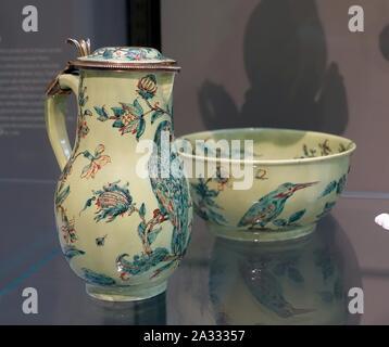 Ewer and basin, Saint-Cloud Porcelain Factory, c. 1722-1726, soft-paste porcelain and silver - Wadsworth Atheneum - Hartford, CT - - Stock Photo