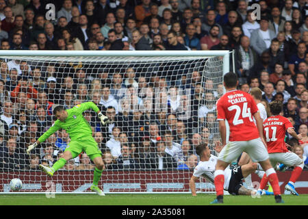 London, UK. 05th Oct, 2019. Conor Gallagher of Charlton Athletic (11) scores his team's first goal. EFL Skybet championship match, Fulham v Charlton Athletic at Craven Cottage in London on Saturday 5th October 2019. this image may only be used for Editorial purposes. Editorial use only, license required for commercial use. No use in betting, games or a single club/league/player publications . pic by Steffan Bowen/Andrew Orchard sports photography/Alamy Live news Credit: Andrew Orchard sports photography/Alamy Live News - Stock Photo