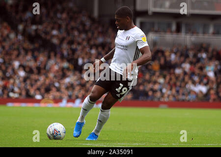 London, UK. 05th Oct, 2019. Ivan Cavaleiro of Fulham in action. EFL Skybet championship match, Fulham v Charlton Athletic at Craven Cottage in London on Saturday 5th October 2019. this image may only be used for Editorial purposes. Editorial use only, license required for commercial use. No use in betting, games or a single club/league/player publications . pic by Steffan Bowen/Andrew Orchard sports photography/Alamy Live news Credit: Andrew Orchard sports photography/Alamy Live News - Stock Photo