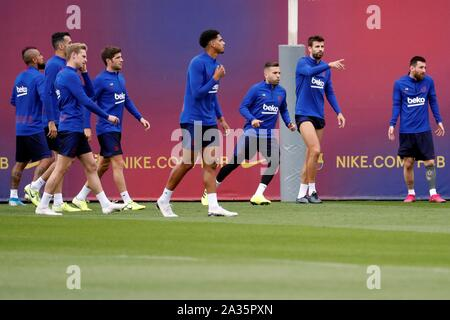 Barcelona, Spain. 05th Oct, 2019. FC Barcelona's players attend a training session of the team in Barcelona, Spain, 05 October 2019. FC Barcelona will face Sevilla FC on 06 October on a Spanish LaLiga soccer match. Credit: Toni Albir/EFE/Alamy Live News - Stock Photo