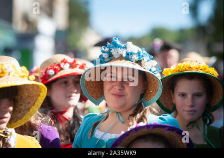 Bath, Somerset, UK. 14th September 2019. Several hundred Jane Austen fans dressed in period attire take part in the Grand Regency Costumed Promenade c - Stock Photo
