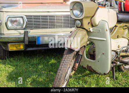 DDR Oldtimer Moped mit Oldtimer - Stock Photo
