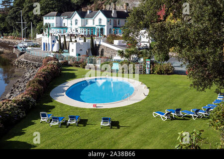 Colourful hotel building on the quay at the hillside village of Portmeirion, Wales, on the estuary of the River Dwyryd. - Stock Photo