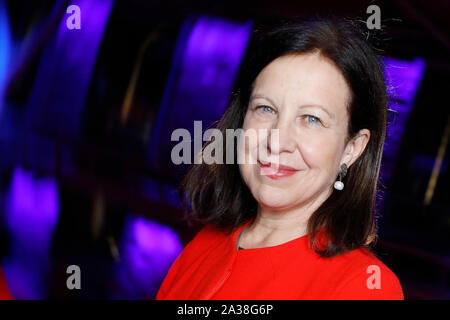 London, UK. 5th Oct, 2019. BBC journalist Lyse Doucet, poses before the RAW in WAR Anna Politkovskaya Award 2018 ceremony in London Saturday October 5. Alexievich received the award for speaking out about injustices in the post-Soviet space. The award in memory of journalist Anna Polikotkovskaya who was murdered in 2006 is presented annually, by the Reach All Women in WAR (RAW in WAR) charity to a female human rights defender from a conflict zone. Photograph Credit: Luke MacGregor/Alamy Live News - Stock Photo