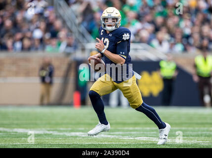 South Bend, Indiana, USA. 05th Oct, 2019. during NCAA football game action between the Bowling Green Falcons and the Notre Dame Fighting Irish at Notre Dame Stadium in South Bend, Indiana. Notre Dame defeated Bowling Green 52-0. John Mersits/CSM/Alamy Live News - Stock Photo