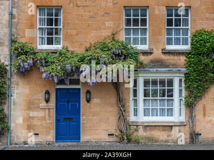 Pretty Cottages with climbing plants in the village of Chipping Campden, in the English county of Gloucestershire, Cotswolds, UK - Stock Photo
