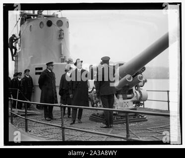 Sec. Wilbur inspecting Sub V-1 at Navy Yard, 12/3/24 - Stock Photo