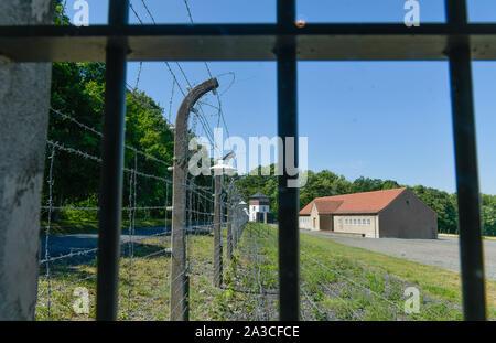 Stacheldraht, Wachturm, Häftlingskantine, Gedenkstätte KZ Buchenwald, Thüringen, Deutschland - Stock Photo