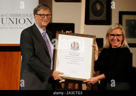 University of Cambridge, UK. 7th Oct 2019. Newly appointed Hawking Fellow, Bill Gates KBE, co-chair of the Bill & Melinda Gates Foundation, receives the Professor Hawking Fellowship 2019 from novelist Lucy Hawking, daughter of Professor Stephen Hawking, at the Cambridge Union, Cambridge, Monday October 7, 2019.  The Professor Hawking Fellowship was founded by the Cambridge Union Society in 2017 and named in honour of Professor Stephen Hawking. Credit: Luke MacGregor/Alamy Live News - Stock Photo